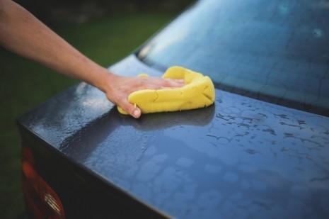 9 erros que comete quando lava o seu carro