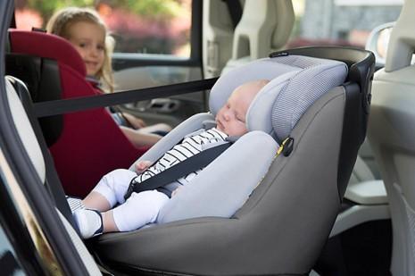 Dicas indispensáveis para viajar com um bebé a bordo