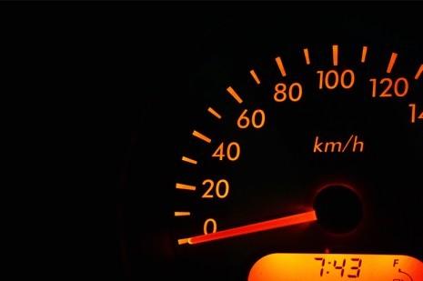 Usar gasolina aditivada dá mais potência ao motor do seu automóvel?