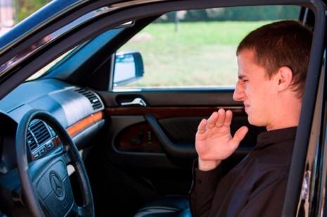 Método infalível para acabar com cheiros indesejados no carro