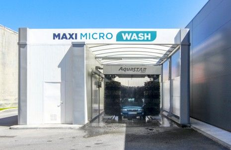 Sabes porque não deves lavar o carro em casa?