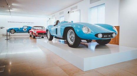O livro de automóveis mais cobiçado em Portugal já está à venda